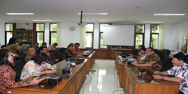 Kunjungan DPRD Kabupaten Tanah Bumbu dan DPRD Kota Tangerang terkait PAD